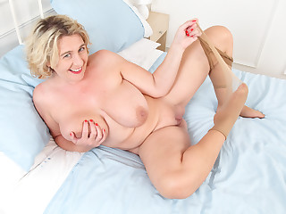 British milf Camilla Creampie gets busy with legs spread wid