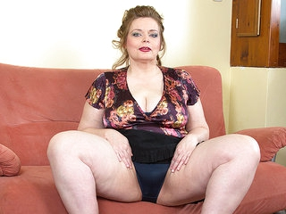 Big Breasted Bbw Playing With Her Shaved Pussy - MatureNL