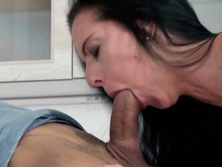 Petite german skinny milf sedcues guy for her pussy