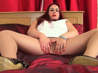 Mature BBW Devon Breeze works her big tits and fanny