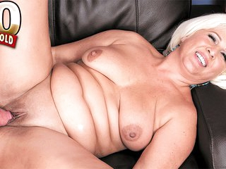 A big cock for the big-assed lady - Lori Suarez and Johnny Champ - 50PlusMILFs